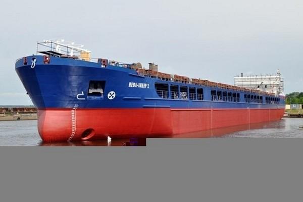 Российские грузовые суда под охраной спецназа